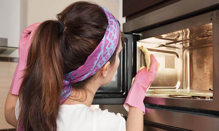 How To Clean A Smelly Microwave Reliable Hacks And More